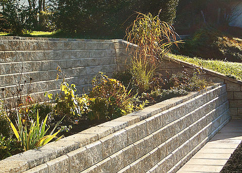 Produkte Mauersysteme Allan Block Stützmauer Frei Beton